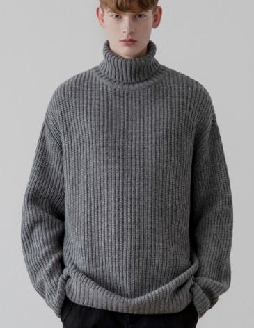 OVER-FIT TEXTURED TURTLE NECK KNIT [GREY]