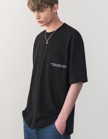 SIGNATURE POCKET T-SHIRT [BLACK]