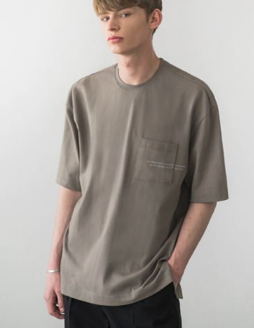 SIGNATURE POCKET T-SHIRT [MOCHA GREY]