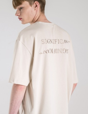 REVERSED LETTERING T-SHIRT [CREAM]