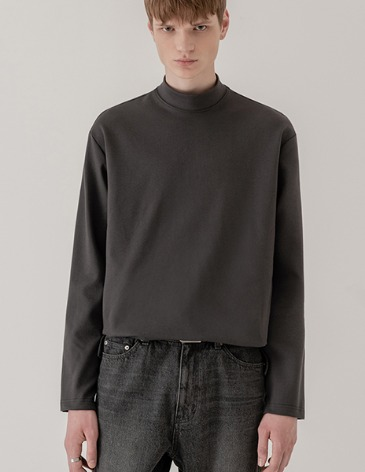 BREED MOCK-NECK LONG SLEEVE T-SHIRTS [CHARCOAL]